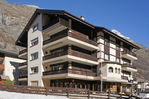 3 bdrm apt.**** 1st floor<br>2-6 pax<br>CHF 171 - 469 per night<br>(depending on the season)